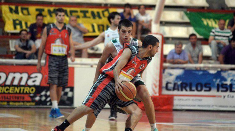 Luciano Alonso conduce un ataque del Rojo