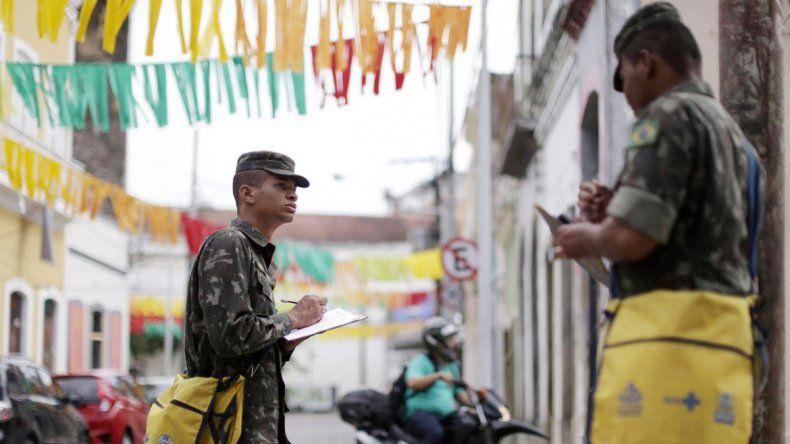 Los militares acaban de ser incorporados a la lucha contra el zika en Brasil.
