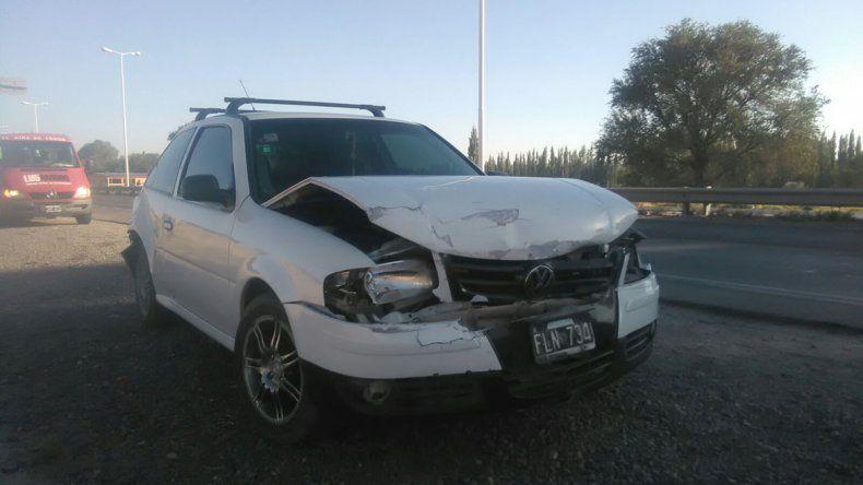 Un VW Gol sufrió daños materiales en la parte delantera y trasera.