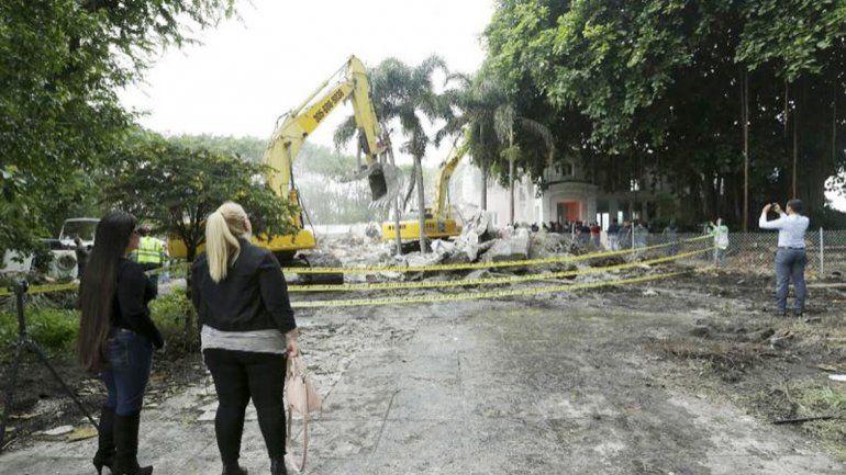 La vivienda demolida donde apareció una nueva caja fuerte de Pablo Escobar en Miami Beach.
