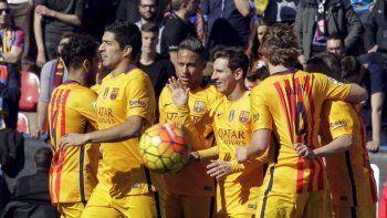el barcelona le gano 2 a 0 al levante con lo minimo e igualo el record de partidos invicto