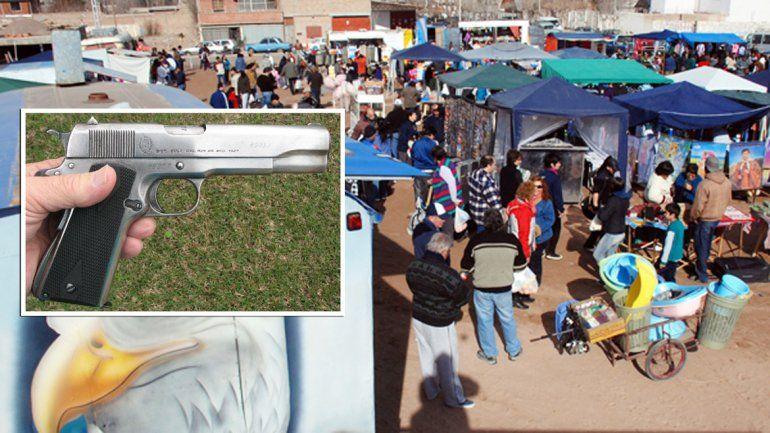 Denuncian que venden armas en la Feria del Oeste