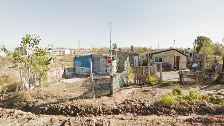 Vecinos enojados piden obras de luz y cloacas en toda esa zona.