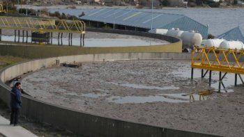 Ordenan medidas urgentes por los derrames en el Nahuel Huapi