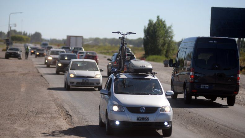 Las largas filas de autos sobre la Ruta 22