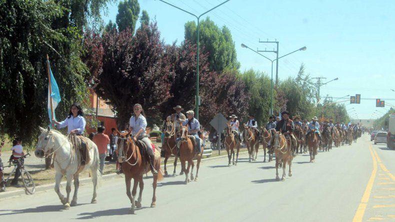 El desfile comenzó en la Sociedad Rural de Neuquén y recorrió el centro de la ciudad.