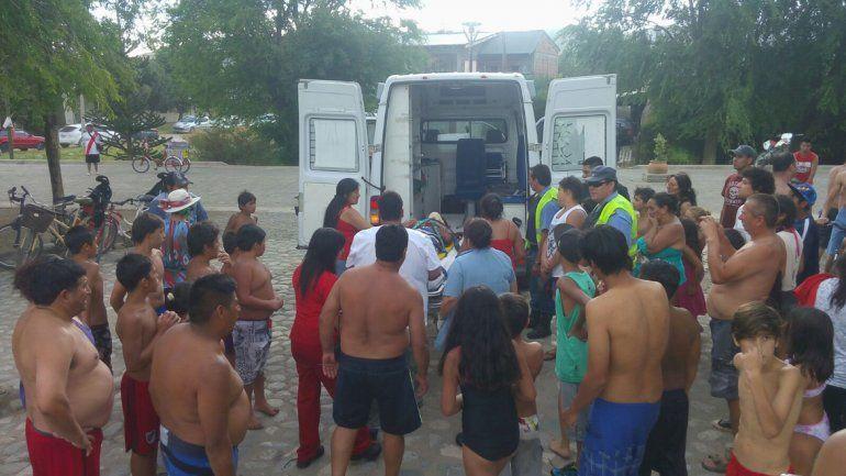 Rescataron a un adolescente en el río Chimehuin