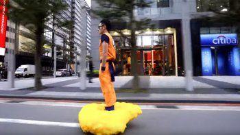 Gokú pasea por Taipei en su nube voladora
