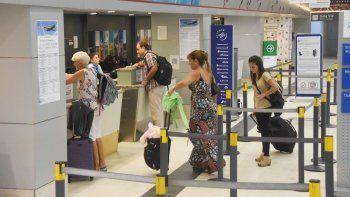 Los incrementos del 13% promedio hacen que muchos neuquinos planifiquen sus viajes a Buenos Aires con anticipación, con el fin de abaratar gastos.