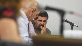 Jorge García, junto a su abogado, durante la audiencia en la que se definió que seguirá preso tres meses más.