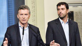 Mauricio Macri, ayer, junto al titular de la Anses, Emilio Basavilbaso.