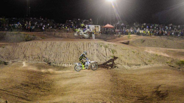 El motocross se apoderó de la barda neuquina.