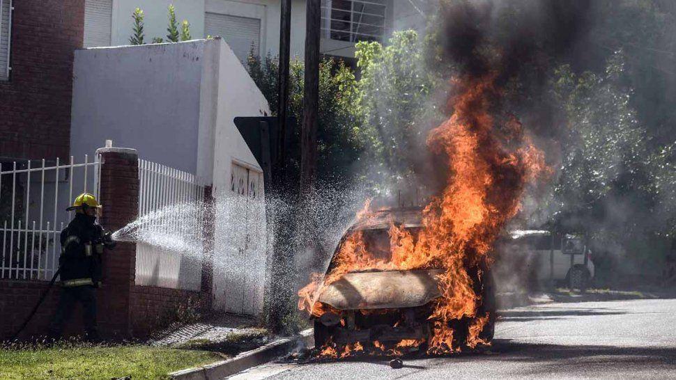 Un taxi se prendió fuego en la zona del Alto y es el segundo que se quema en esta semana