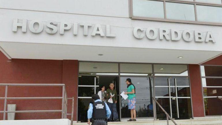 Un policía en el hospital Córdoba