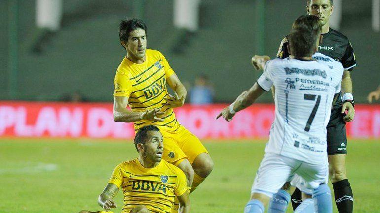 Carlos Tevez y Pablo Pérez son dos de los jugadores enfrentados en un equipo falto de confianza.