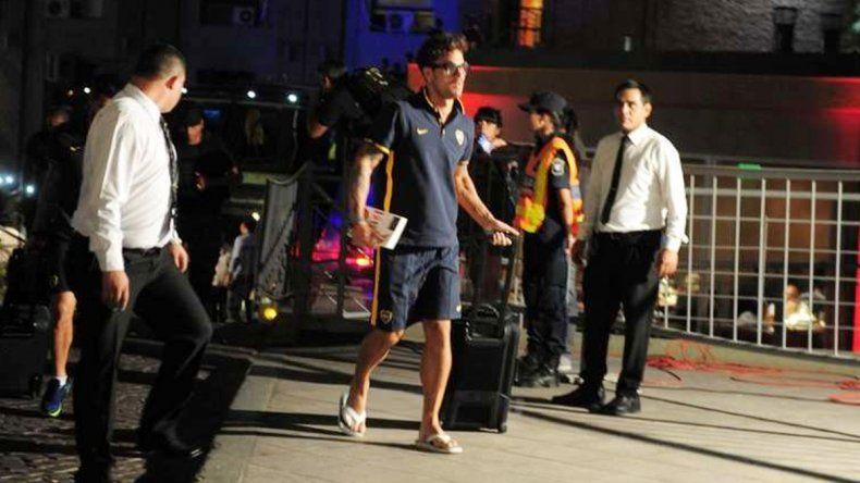 Osvaldo llegó a San Juan con el dedo chiquito del pie izquierdo vendado.