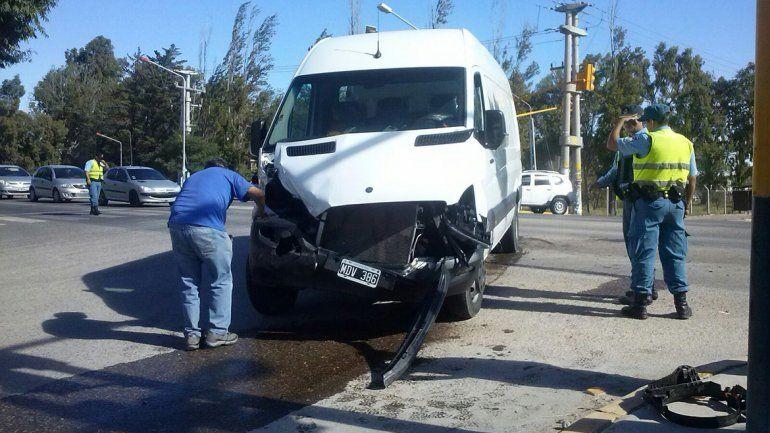 La traffic quedó totalmente destruída al ser embestida por un camión en el acceso a la ETON.