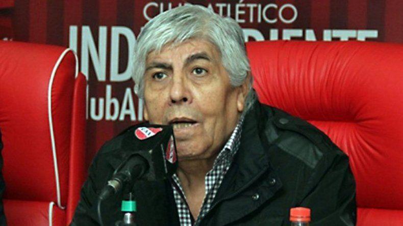 Moyano se rió y desmintió su renuncia de Independiente