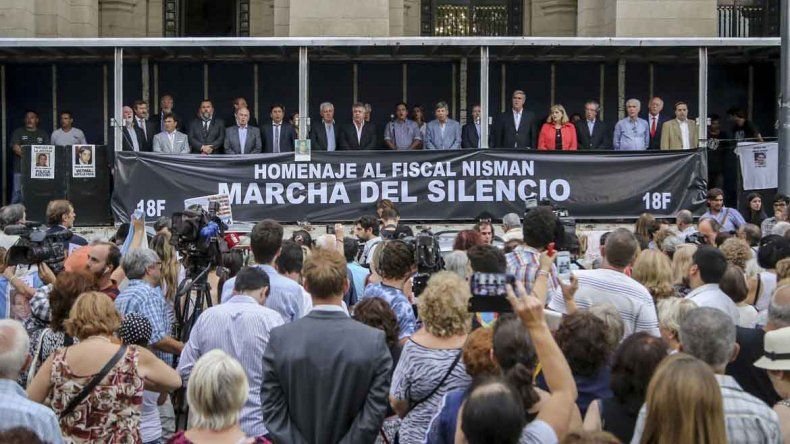 Comenzó el acto de fiscales por Nisman: afirman que fue asesinado