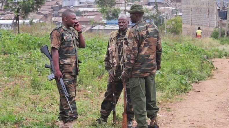 Efectivos del Ejército fueron movilizados para proteger a la gente.