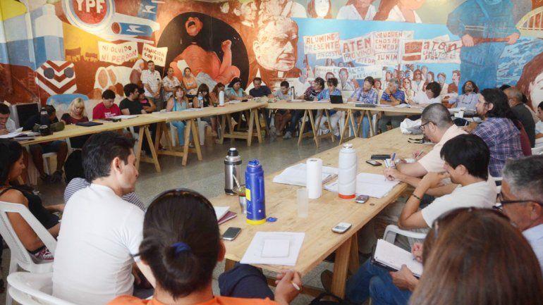 El plenario de secretarios generales de Aluminé supeditó el inicio de clases a la propuesta del gobierno provincial.