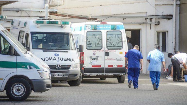 En la guardia del hospital regional recibieron al joven en muy grave estado.