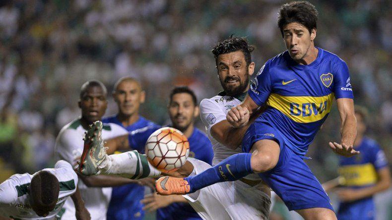 El zapalino Fabián Sambueza defendió a su equipo de los cuestionamientos por juego brusco.