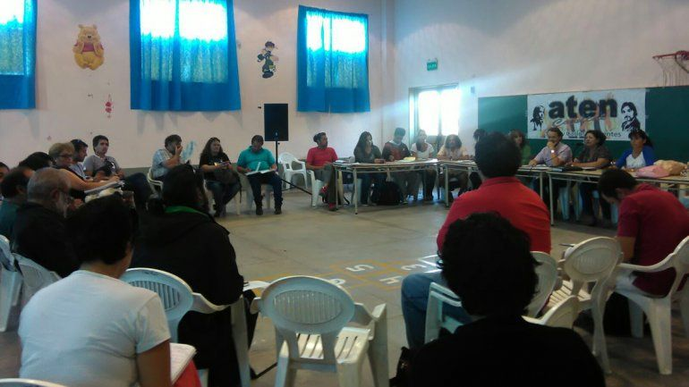 El plenario de ATEN se desarrolla en la Escuela Quellén.