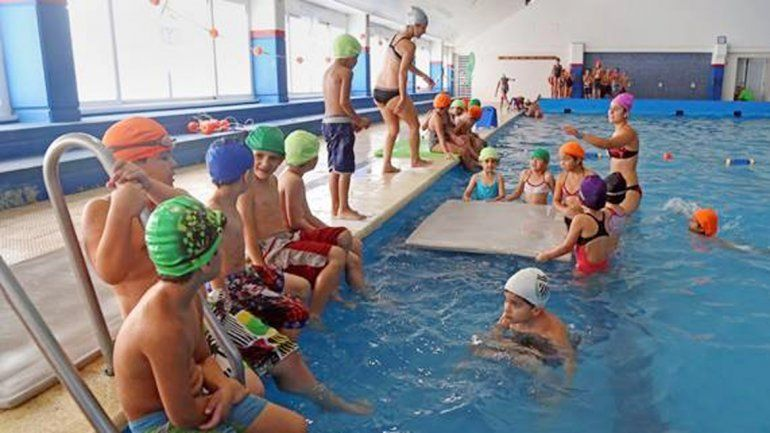Los chicos se divirtieron hasta último momento con juegos en el agua.