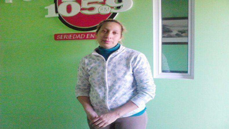 Las dos se llaman Silvina Gramajo. La empleada municipal agredida por sus compañeros.