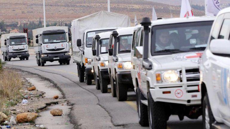 Los camiones ingresaron ayer a la asediada ciudad de Muadamiya.