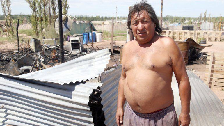 Juan Flores rescató del incendio a las seis personas restantes.