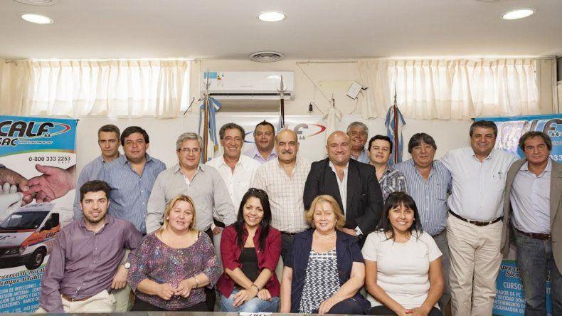 Ciapponi (centro) junto a los dirigentes que lo acompañarán durante su gestión en la cooperativa.