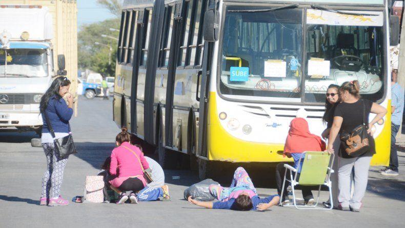 Los vecinos bloquearon el tránsito en las calles Belgrano y Godoy.