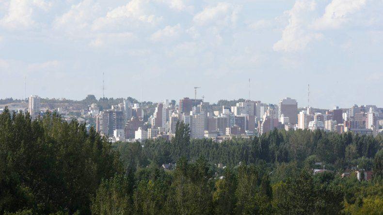Las imágenes que se ven de Neuquén capital desde la margen sur de Río Negro impactan. Un lugar desconocido para muchos