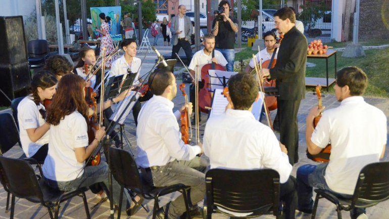 El cierre del ciclo estuvo a cargo de los jóvenes integrantes de Amadeus que dirige el maestro Juan Keen.