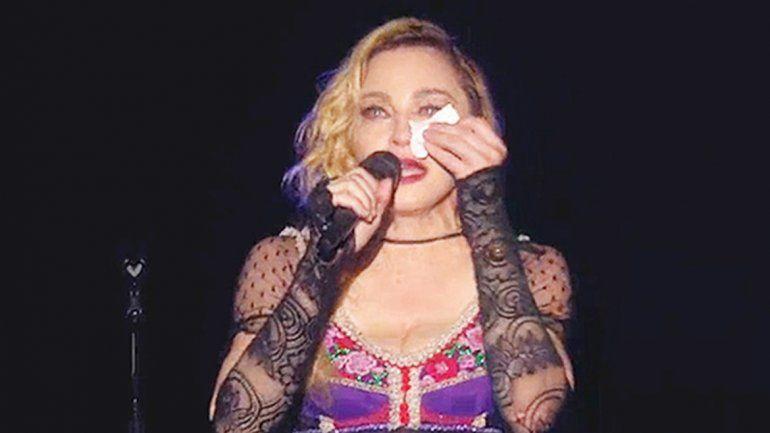 No es la primera vez que Madonna llora en público por Rocco.