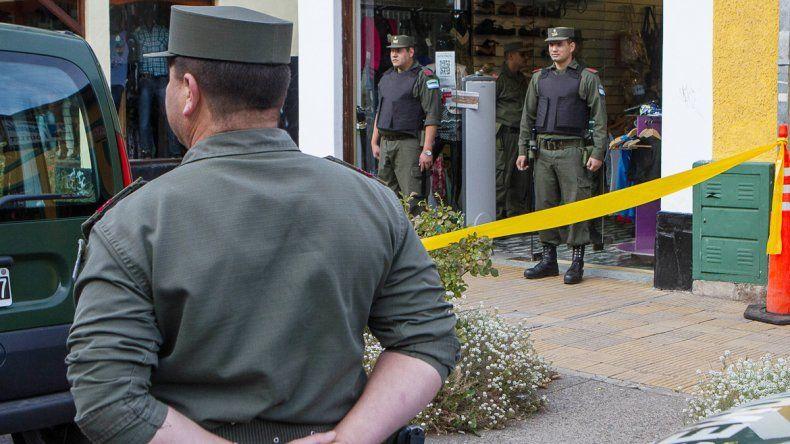 La zapatería se llenó de gendarmes