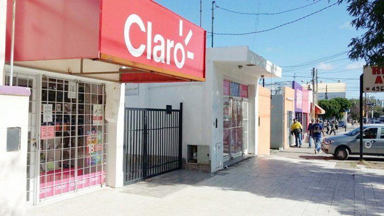 La víctima abría su local en la calle Irigoyen cuando fue atacada.