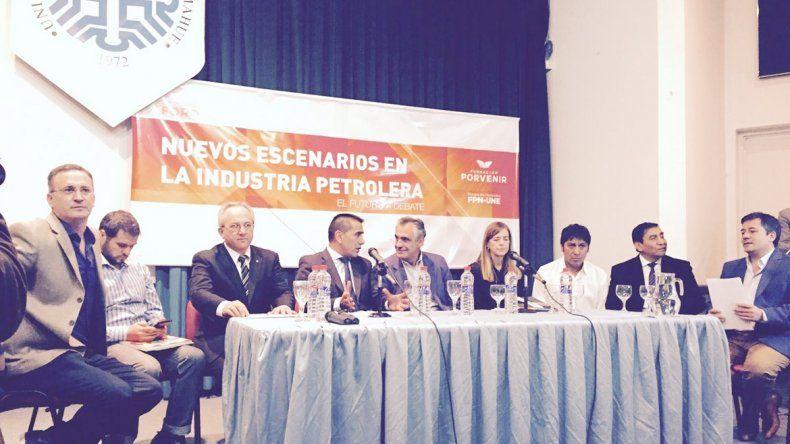 El bloque de diputados del FPN-UNE debatió sobre el escenario petrolero.
