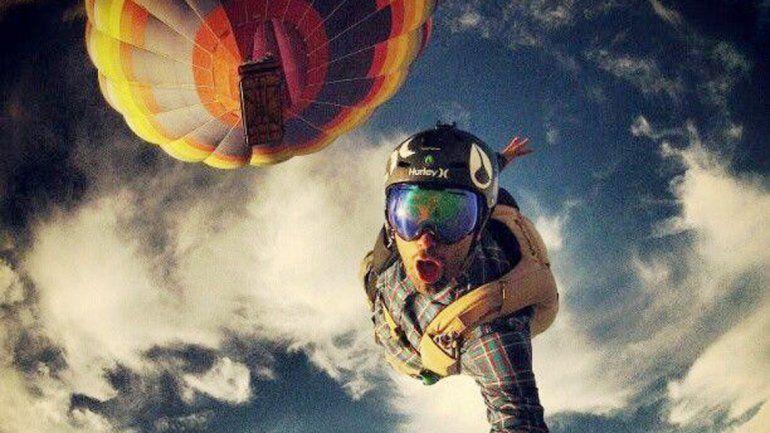 Hace poco un ruso murió al tomarse una foto en las alturas.