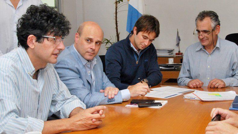 Juan Pablo Prezzoli y Gustavo Crisafulli firmaron una carta de intención.
