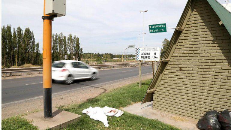 Un hombre murió luego de ser embestido por un auto
