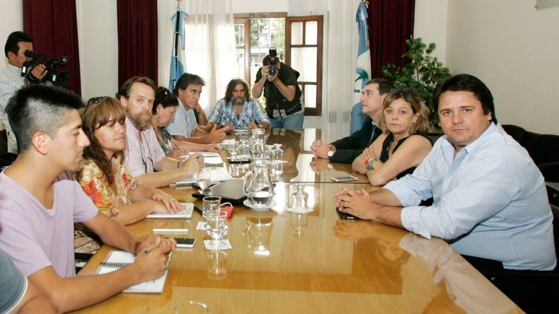 La conducción del gremio de los maestros volvió a encontrarse con el ministro de Gobierno