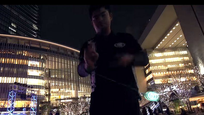 Con Yo-Yos con luces de led