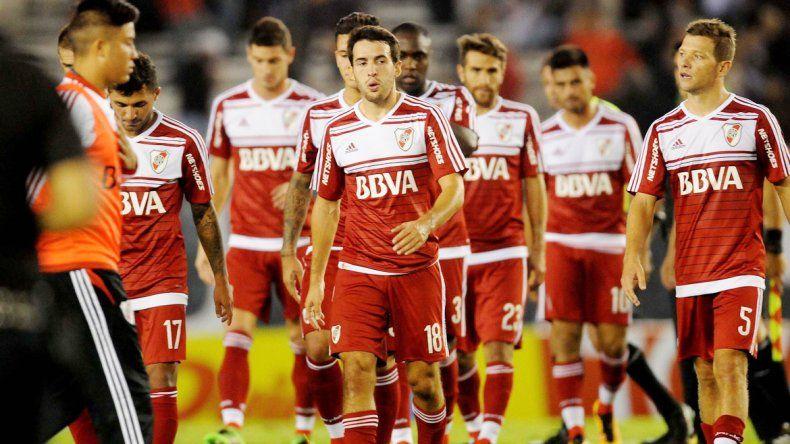 La frustración de los jugadores del Millo tras un empate con sabor a derrota.