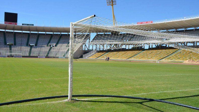 El campo de juego de Córdoba mejoró levemente ayer.