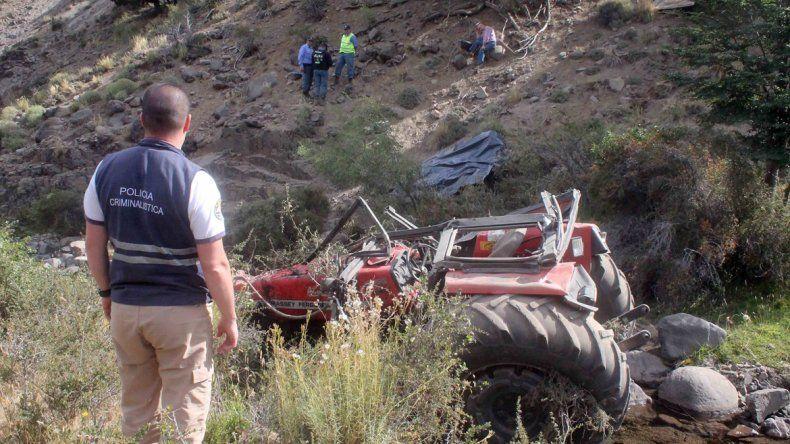 Murió al caer con su tractor por un barranco