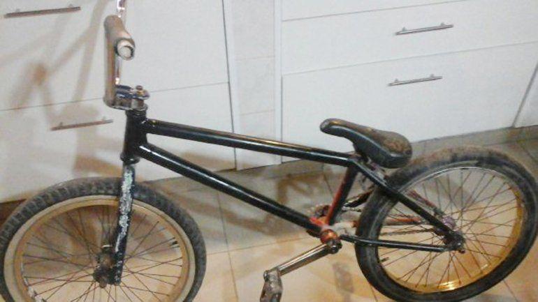 La bicicleta que se robaron los hermanos tras una discusión de tránsito.
