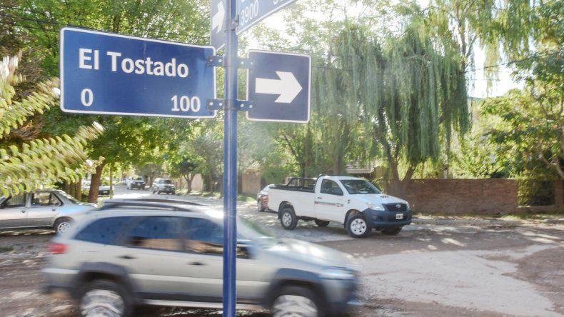 En las horas pico el tránsito es incesante en las calles de tierra de Canal V.